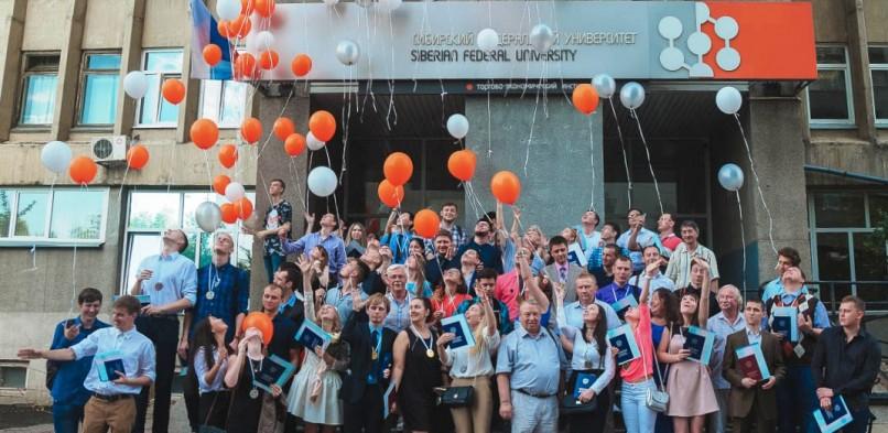 В ИИФиРЭ состоялось торжественное вручение дипломов выпускникам 2018 года